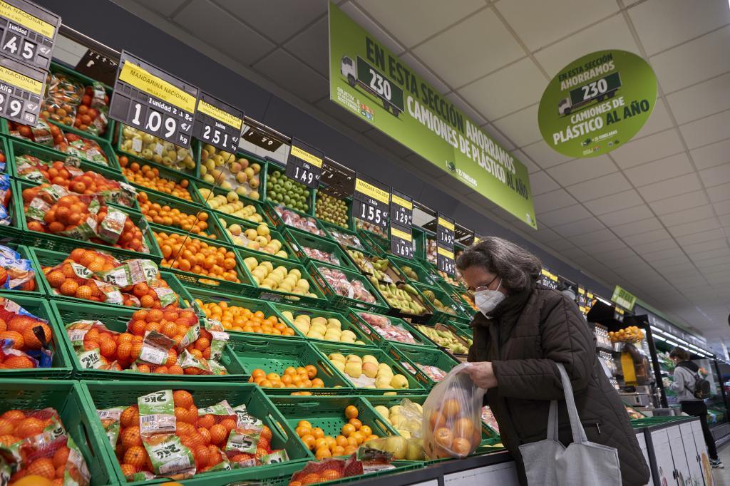 El impacto de la pandemia en la alimentación: la facturación cae un 5,3% y el empleo, un 1,1%