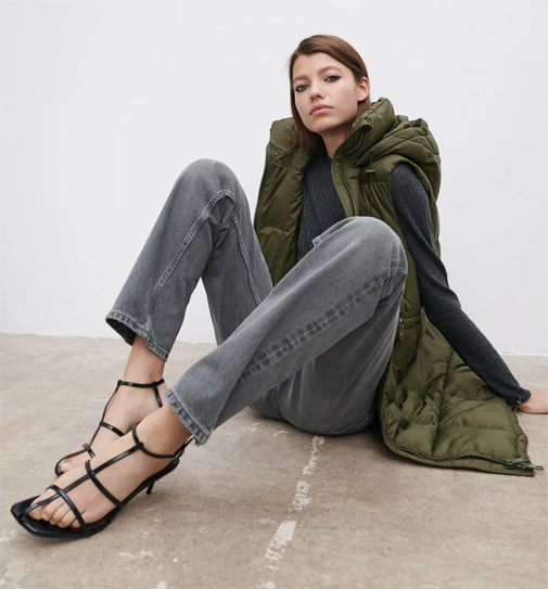 Chaleco acolchado largo de Zara.