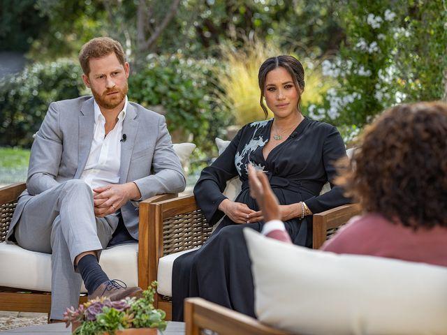 Los duques de Sussex, durante la entrevista con Oprah.