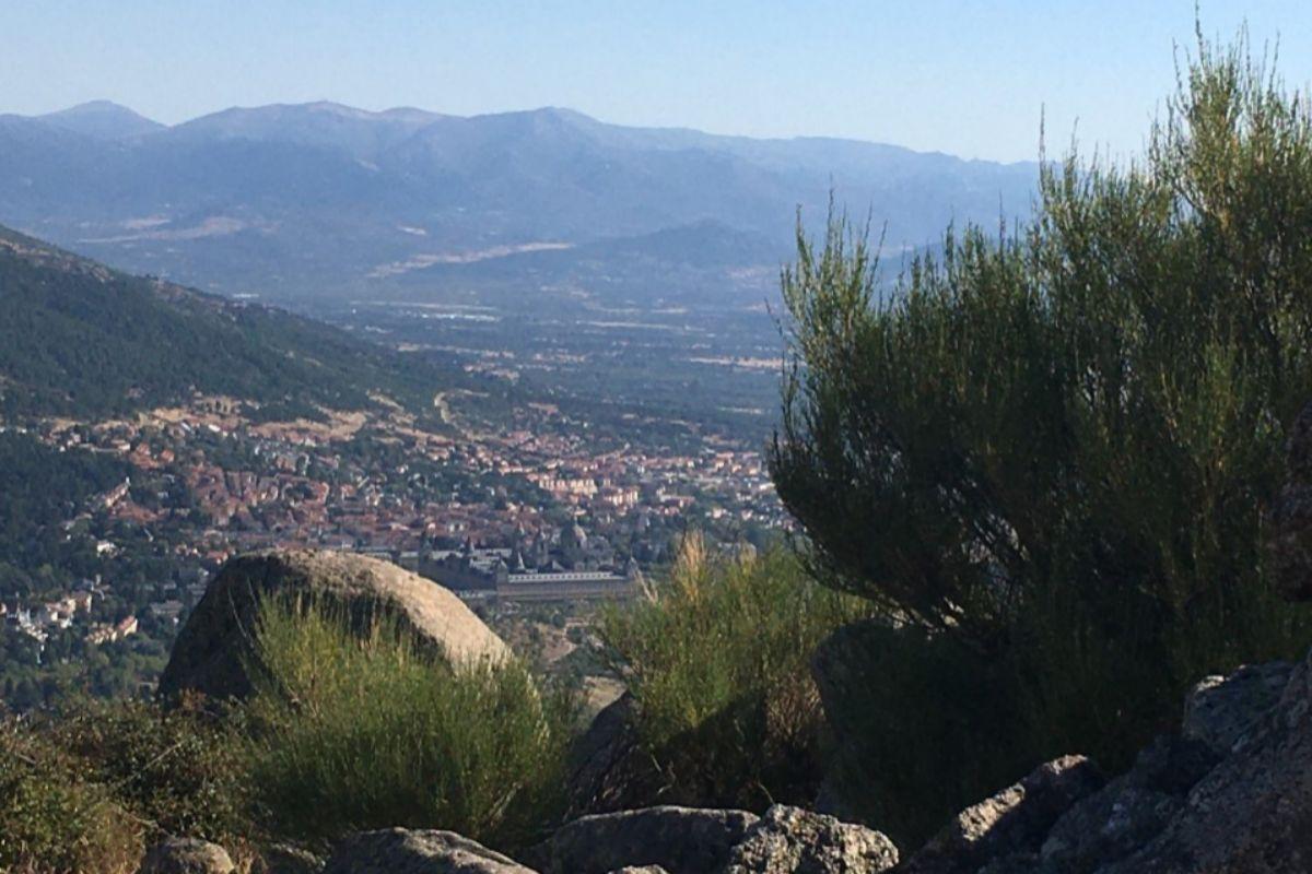 San Lorenzo de El Escorial desde El pico del fraile, en Zarzalejo.