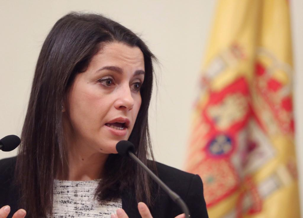 Inés Arrimadas en la rueda de prensa de Javier Lambán