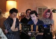 Zelda Barnz, a la derecha, junto a sus padres Ben y Daniel, en el rodaje