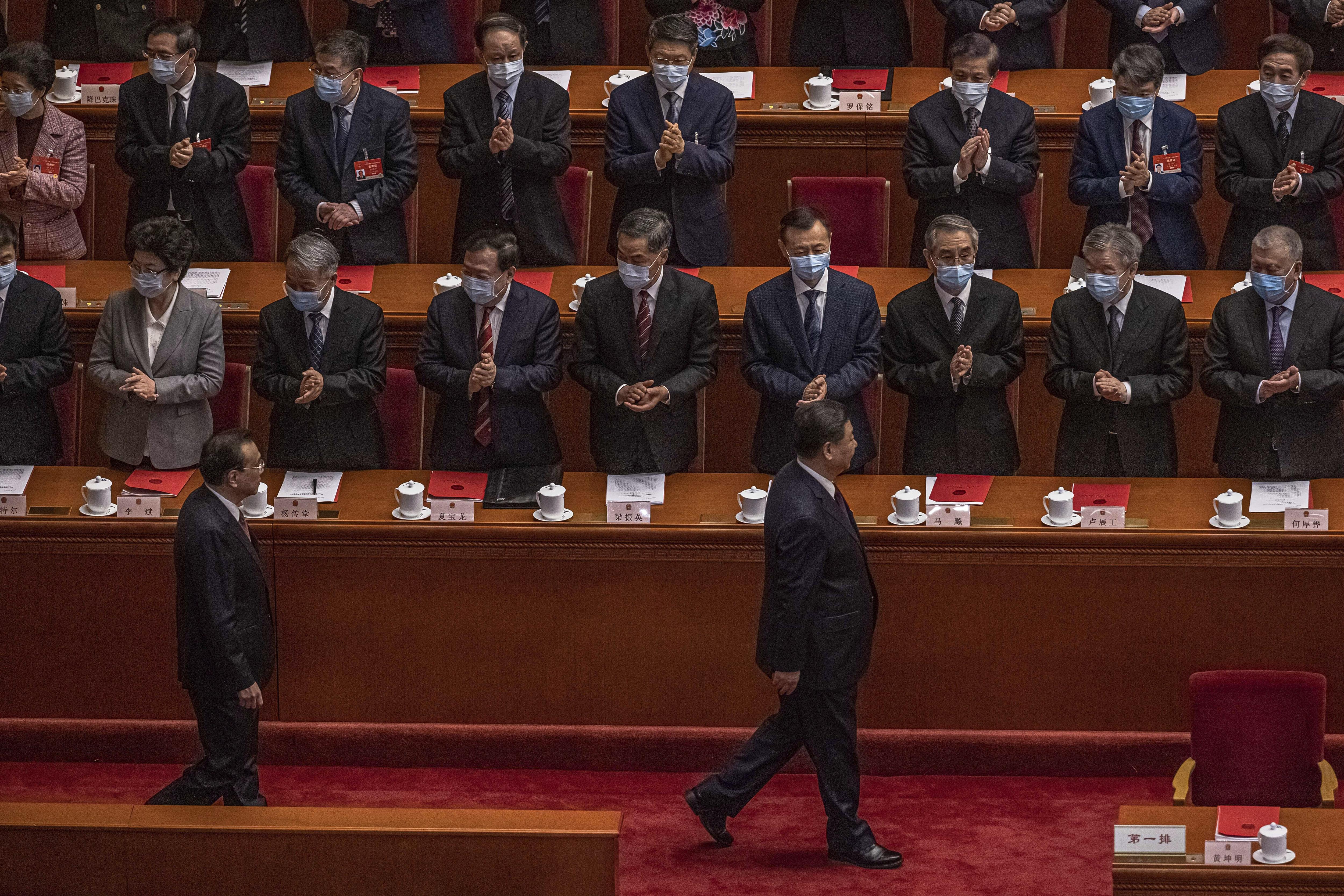Xi Jinping, aplaudido en la Asamblea Nacional Popular.