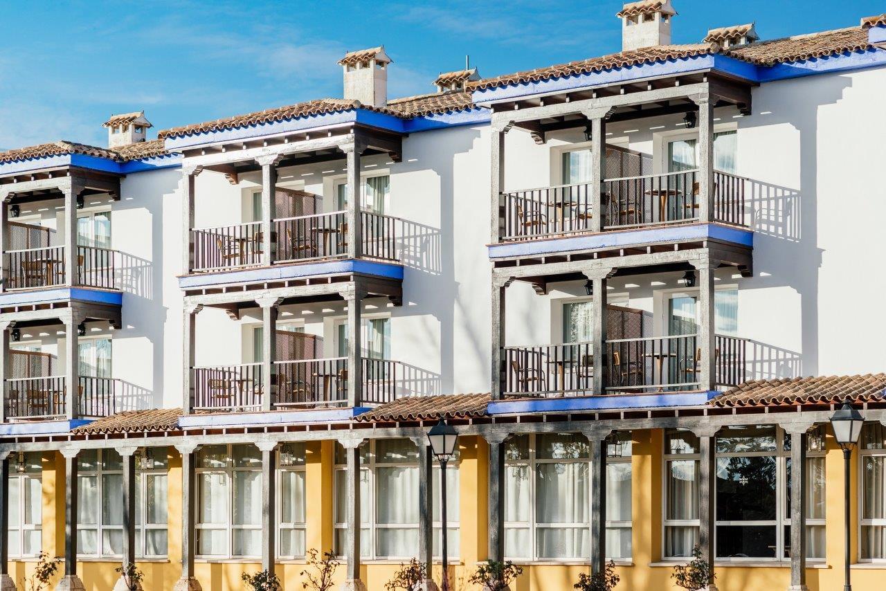 La fachada actual del hotel de Manzanares.