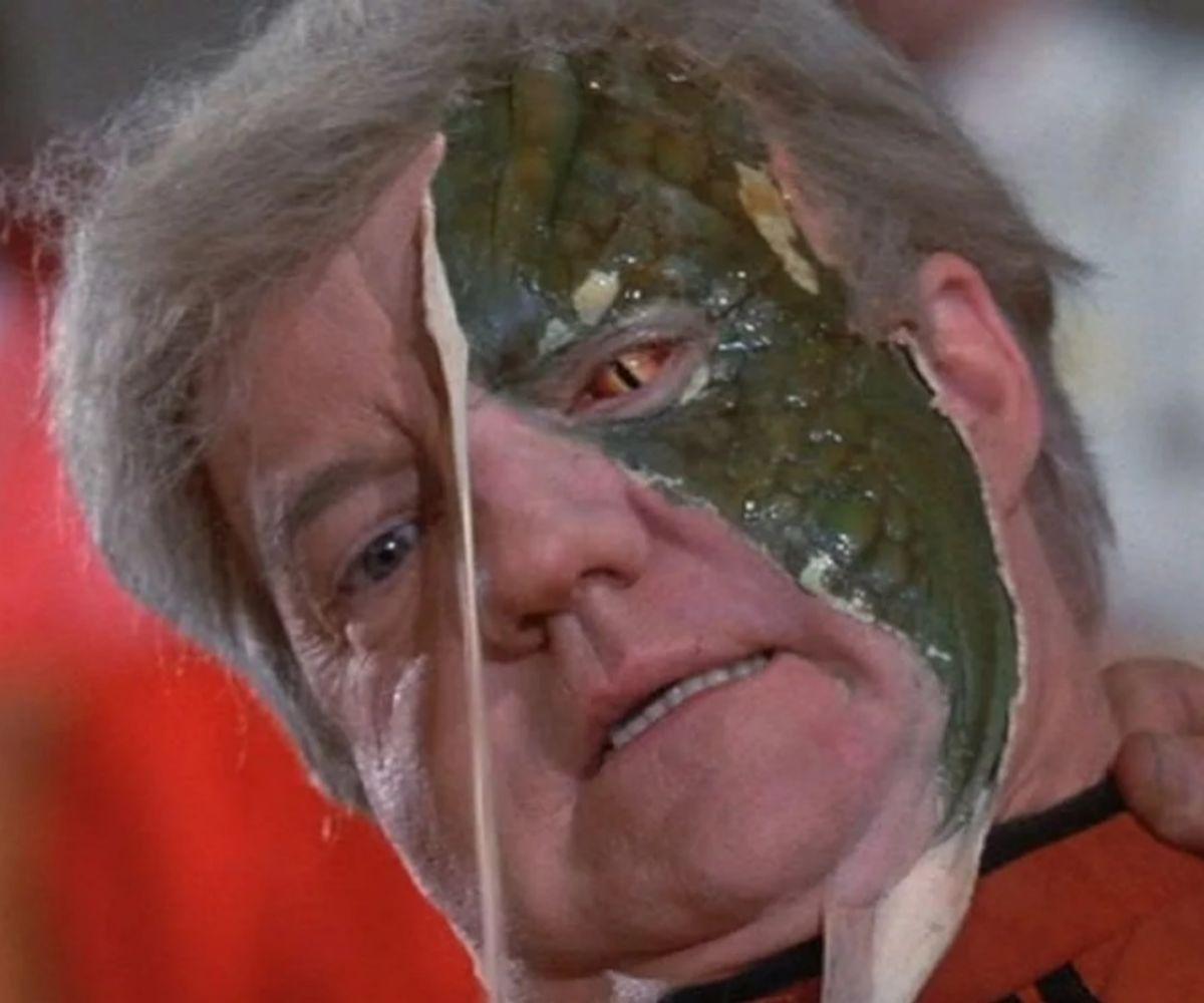 El líder John (Richard Herd) deja al descubierto parte de su verdadero rostro.
