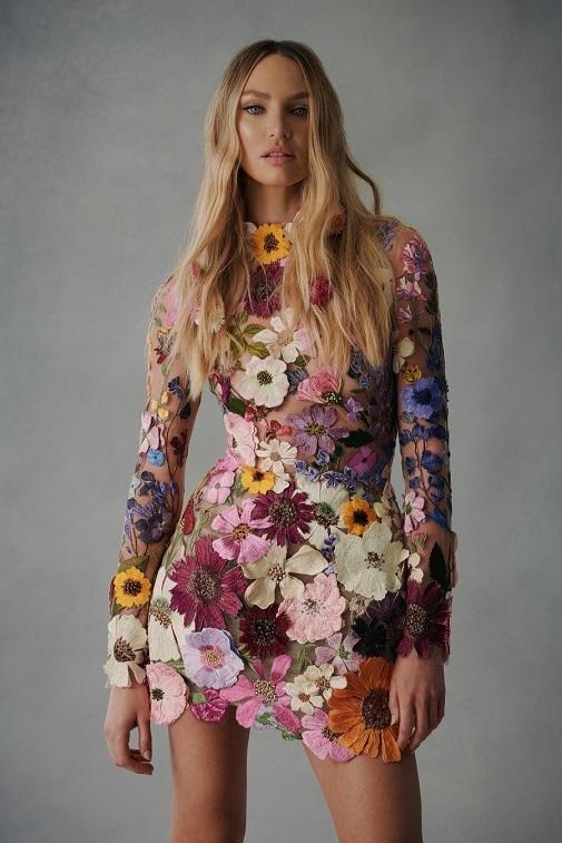 El diseño que ha lucido la cantante pretenece a la nueva colección de otoño-invierno 2021 de Oscar de la Renta.