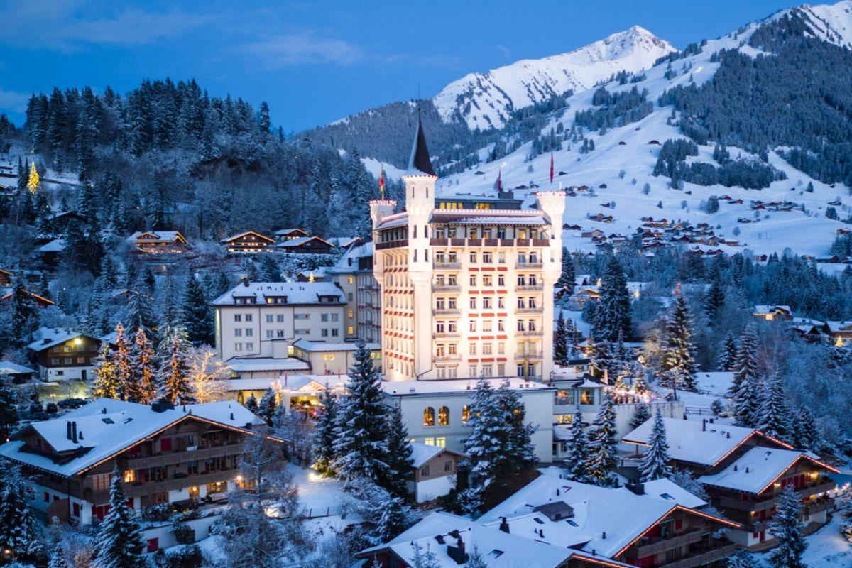 El hotel Gstaad Palace en la estación suiza de Gstaad.
