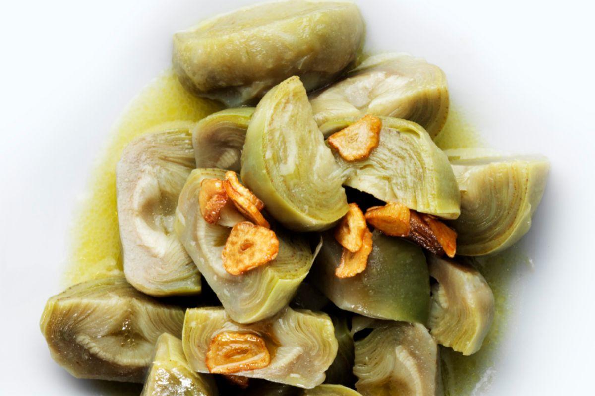 Alcachofas cocidas, en La Manduca de Azagra.