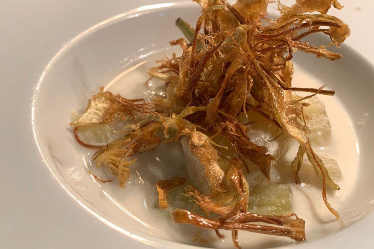 Crema de alcachofas con alcachofas fritas, en La Tasquita de Enfrente.