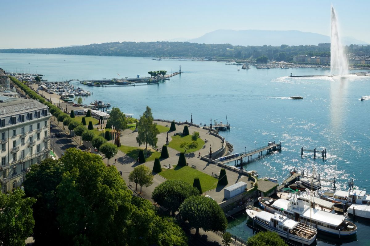 La ciudad de Ginebra a orillas del Lago Lemán.