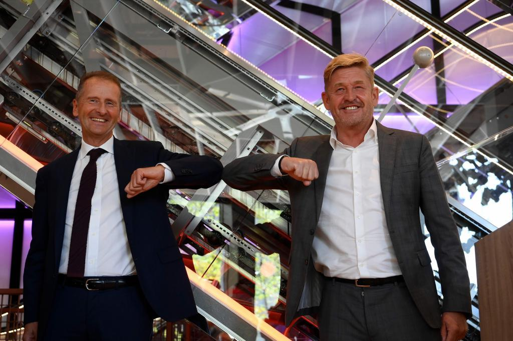 Herbert Diess y Wayne Griffiths (derecha), presidentes del Grupo Volkswagen y de Seat.