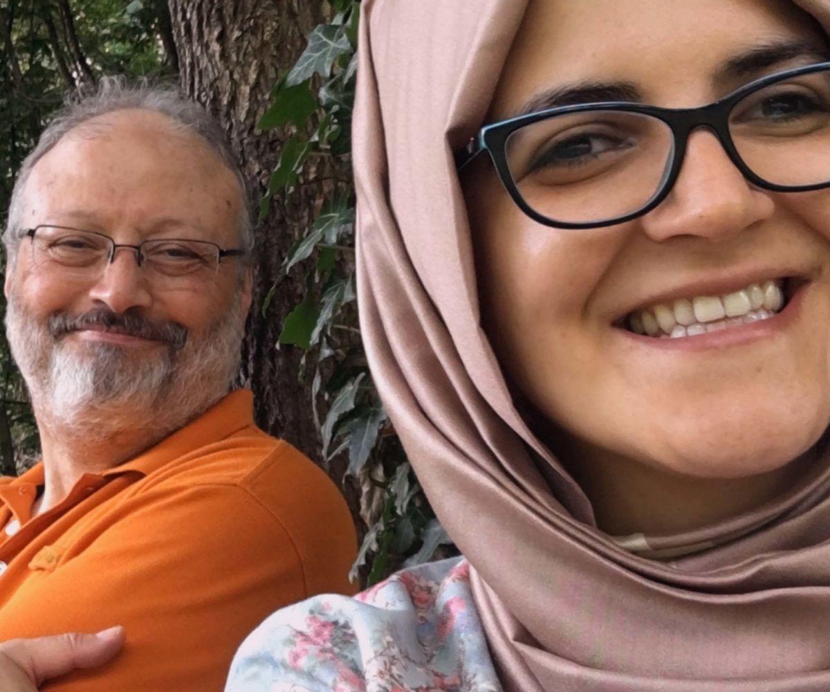 El documental muestra imágenes de Jamal Khashoggi junto a su prometida.