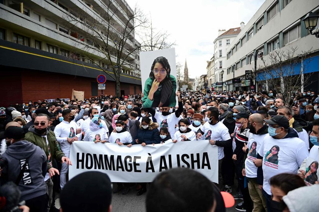 Acto en memoria de Alisha K., la chica que murió tras ser arrojada al Sena