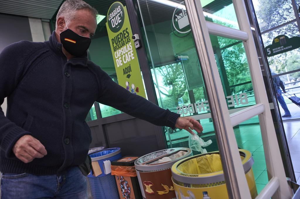 Cápsulas de café en el contenedor amarillo y otros errores comunes a la hora de reciclar