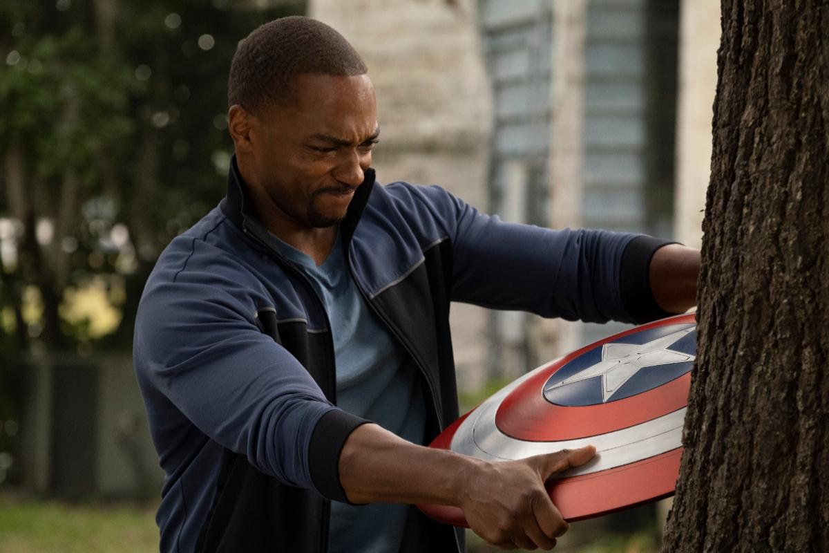 Falcon deberá asumir el peso del legado del Capitán América.