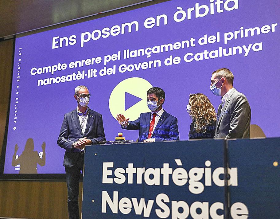 Jordi Puigneró (segundo por la izq.) en una de las presentaciones del programa espacial.