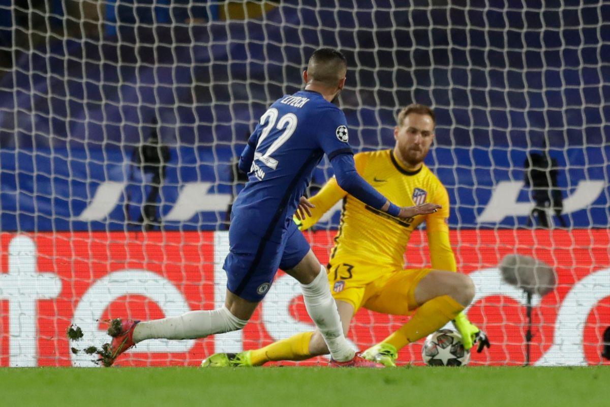 Ziyech marca el 1-0 en Stamford Bridge.