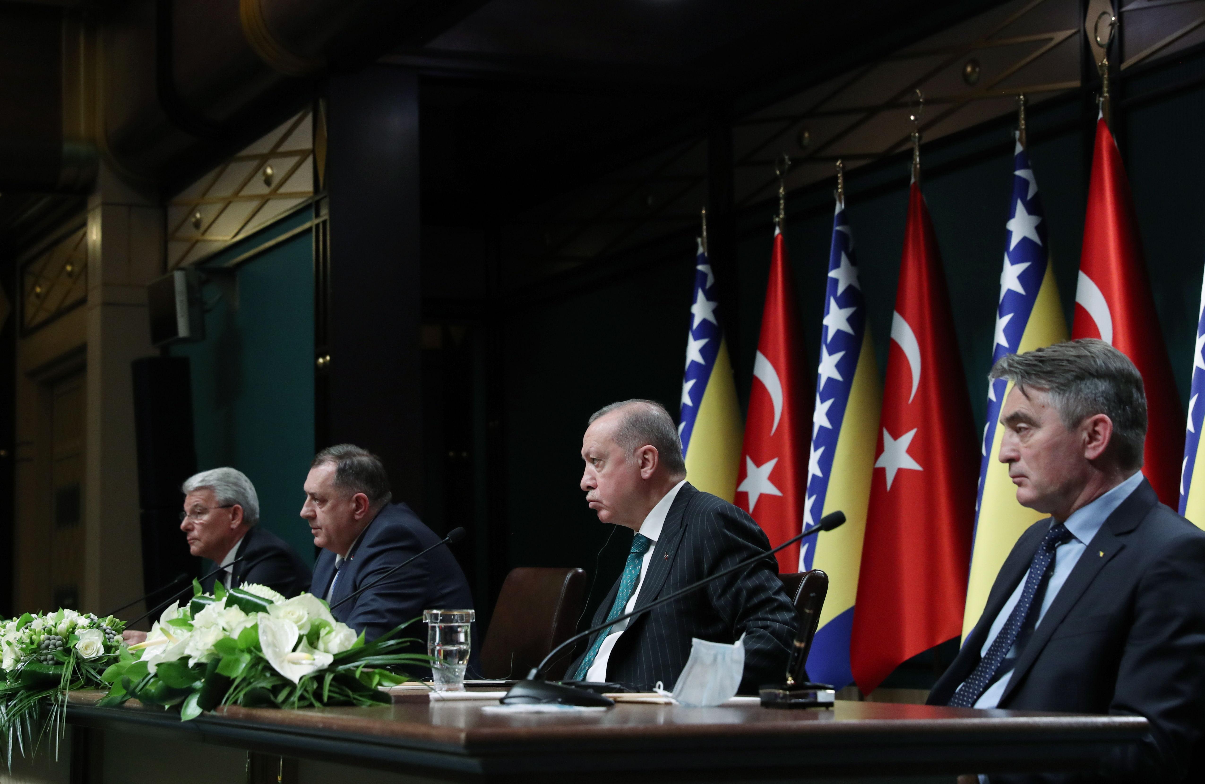 El presidente Erdogan, en el centro, en un acto en Ankara.