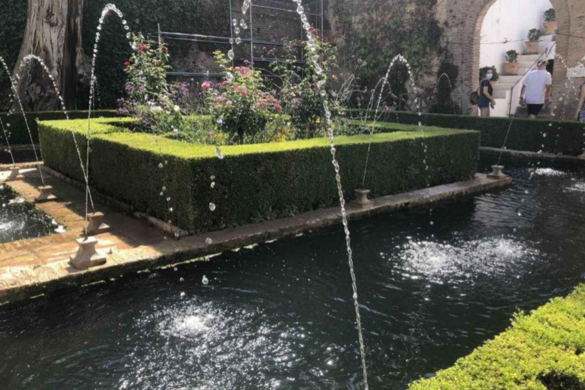 Jardines y fuentes de la Alhambra.