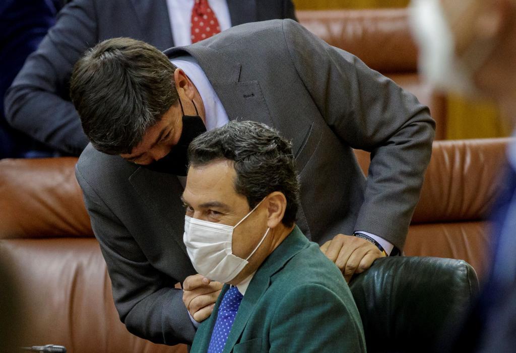 Juan Manuel Moreno Bonilla y Juan Marín, en el Parlamento andaluz.