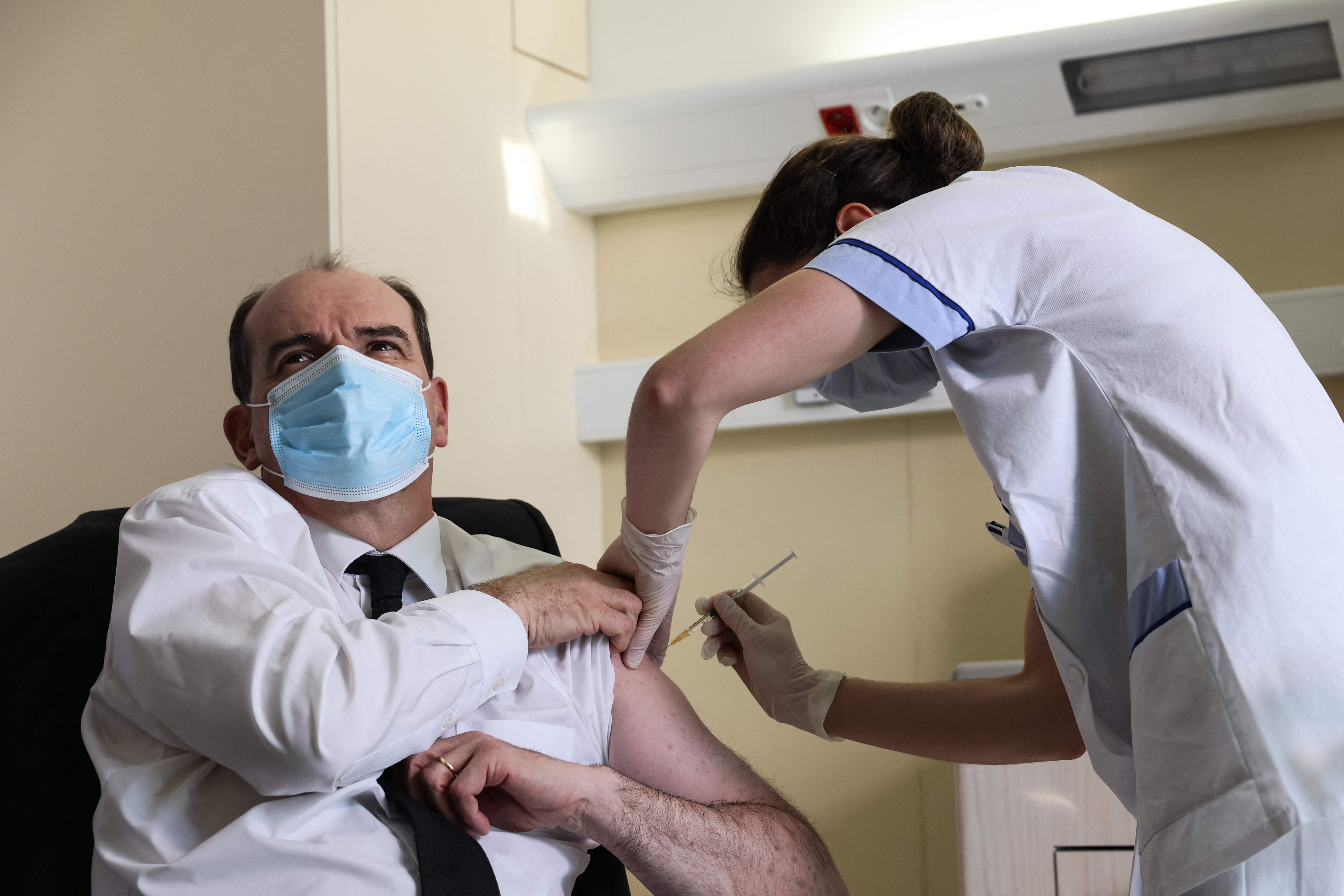 El 'premier' francés, Jean Castex, se vacuna hoy en París.