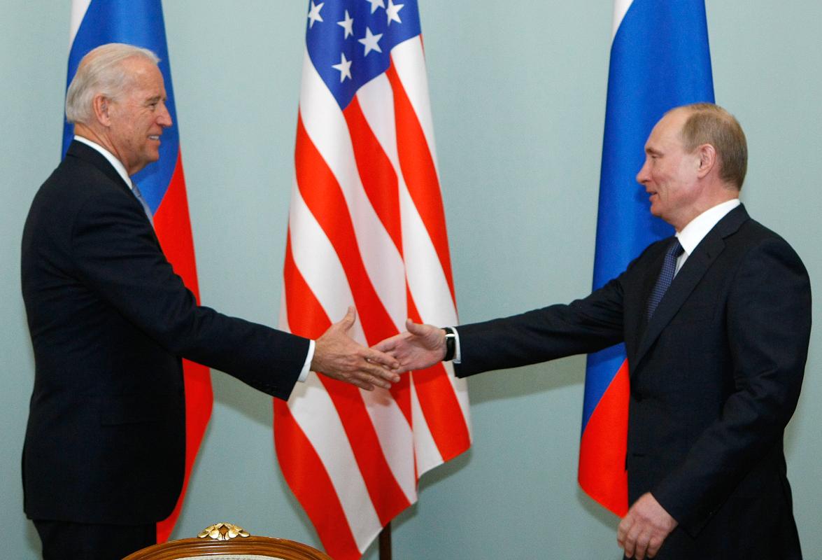 Joe Biden y Vladimir Putin, en una foto de archivo del año 2011.
