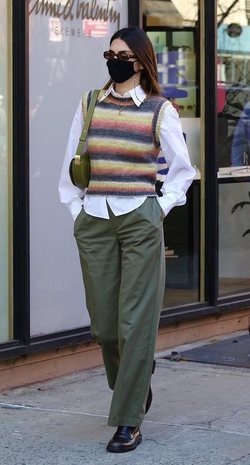Kendall Jenner paseando por Nueva York con un chaleco de Mango