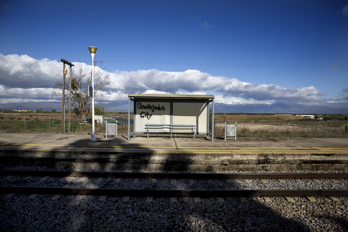 Apeadero frente a la estacion de Casatejada, en Extremadura.