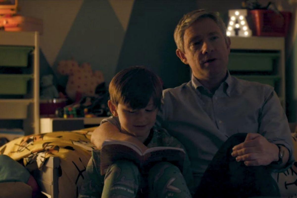 Paul (Martin Freeman) y su hijo Luke (George Wakeman).