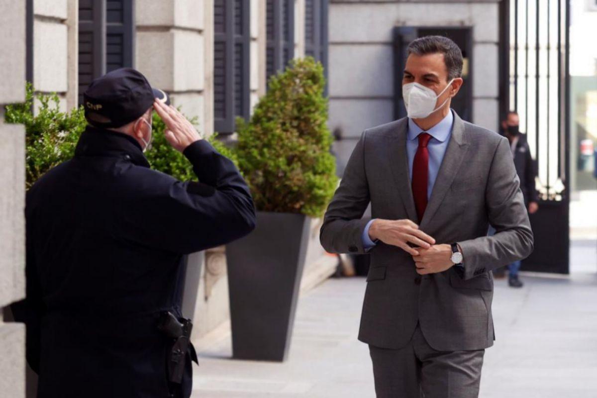 Pedro Sánchez, a su llegada, este miércoles, al Congreso de los Diputados.