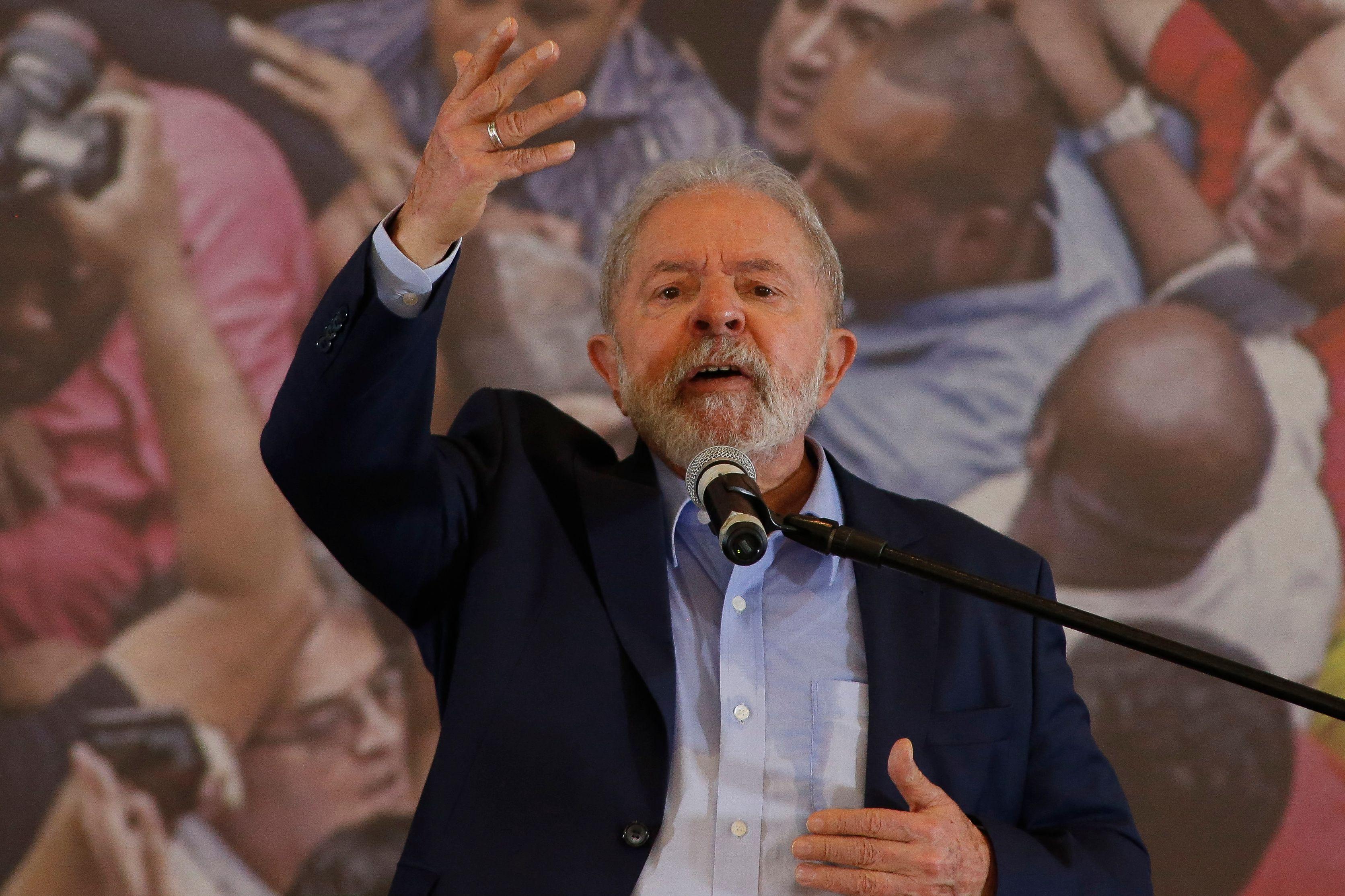 El ex presidente brasileño Lula da Silva en una rueda de prensa.