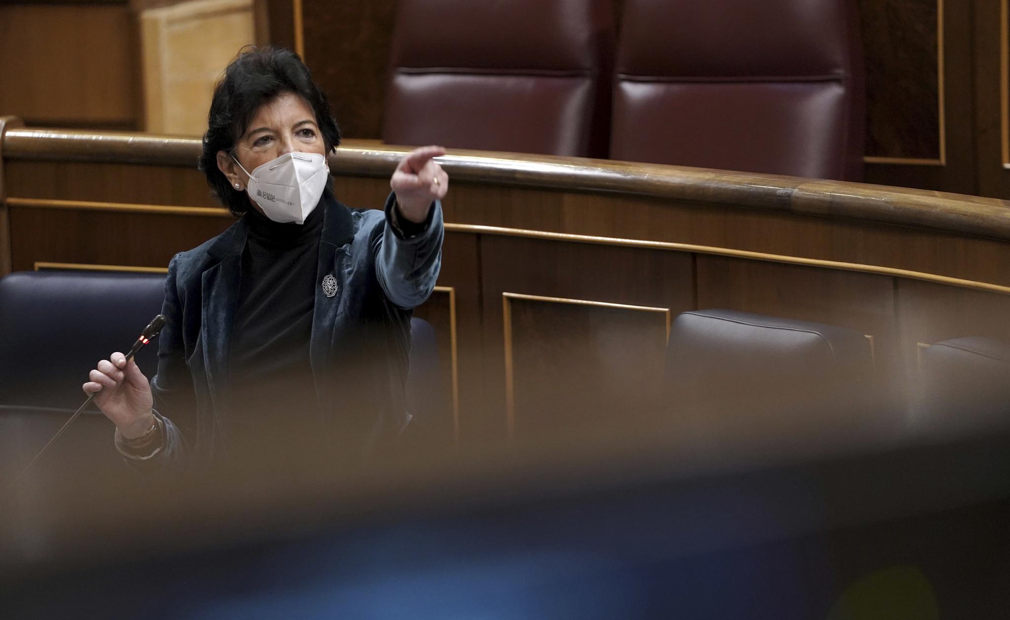 La ministra de Educación, Isabel Celaá, en el Congreso de los Diputados.