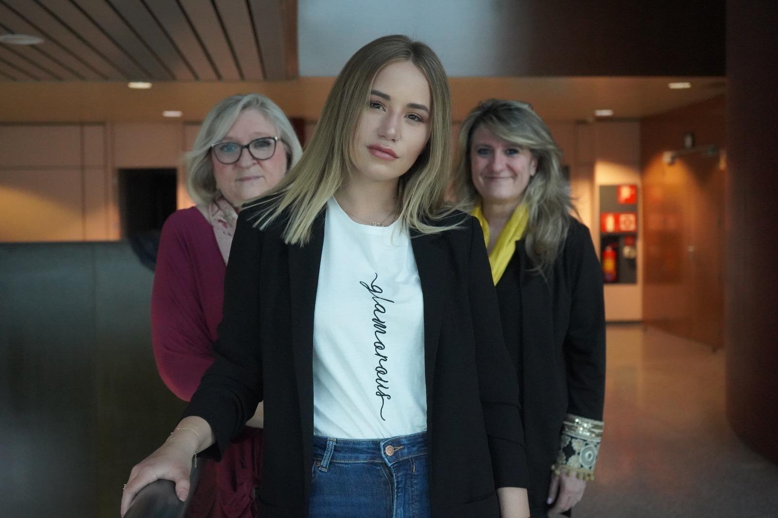 Noelia junto a sus compañeras Cristina García y María Ángeles Martínez