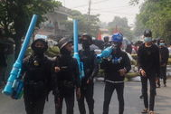 Manifestantes contra la junta militar de Birmania en Mandalay.