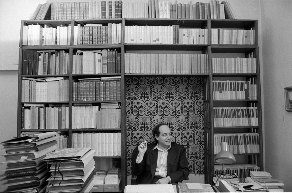 Roberto Calasso en su estudio de Milán.
