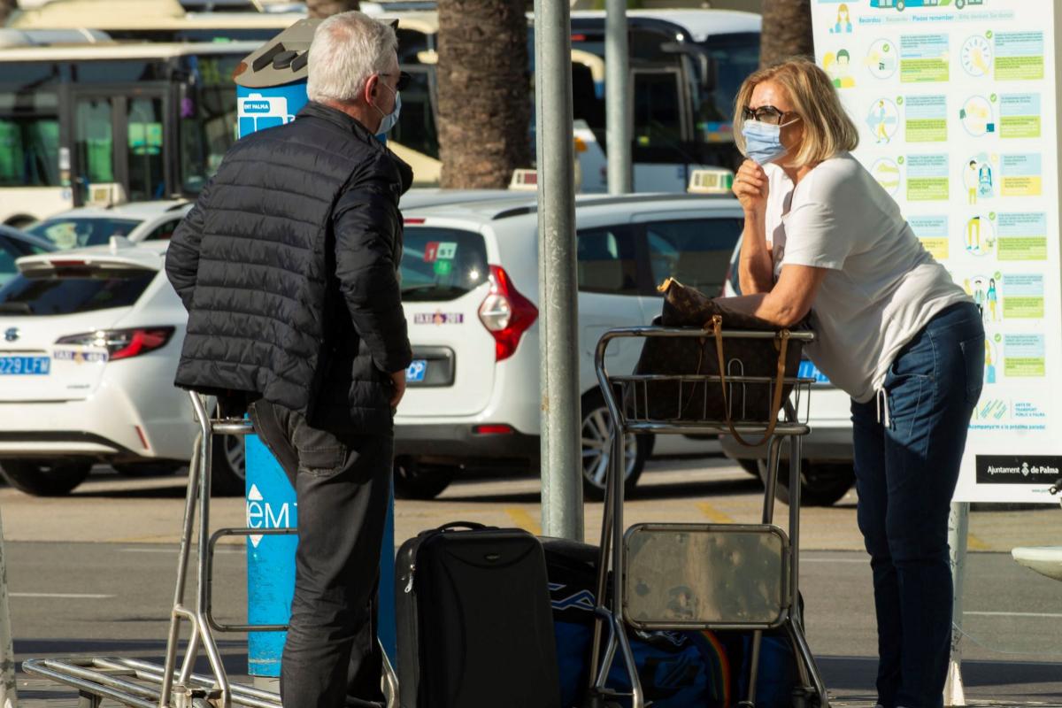 Turistas Alemanes llegan al Aeropuerto de Son San Joan de Palma, este viernes.