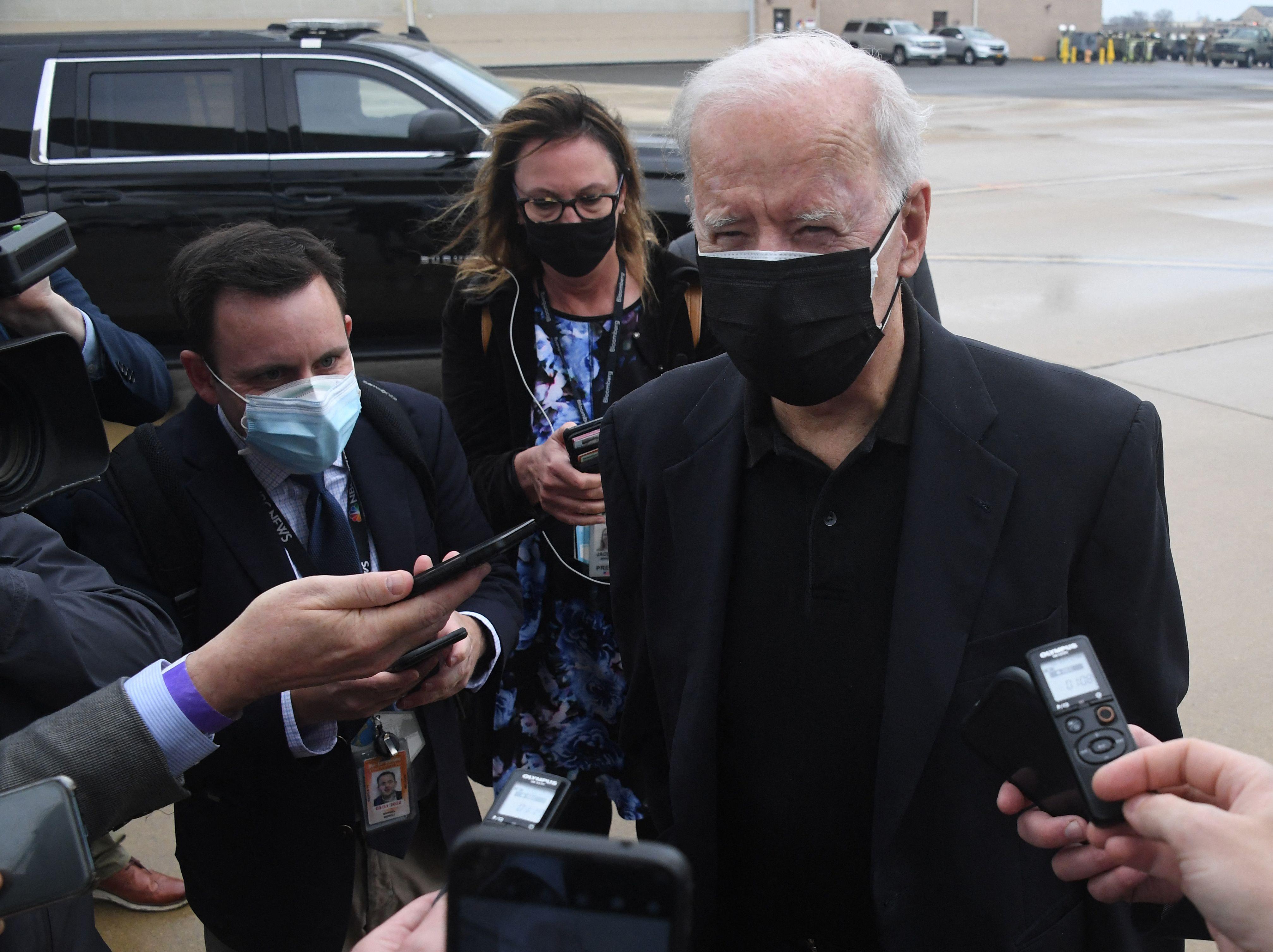 El presidente estadounidense, Joe Biden, en el aeropuerto de Delaware este lunes.