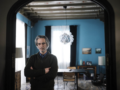 Ernesto Alterio da vida a Juan Martín, el protagonista de Mis Otros Yo, un cortometraje dirigido por Claudia Llosa.