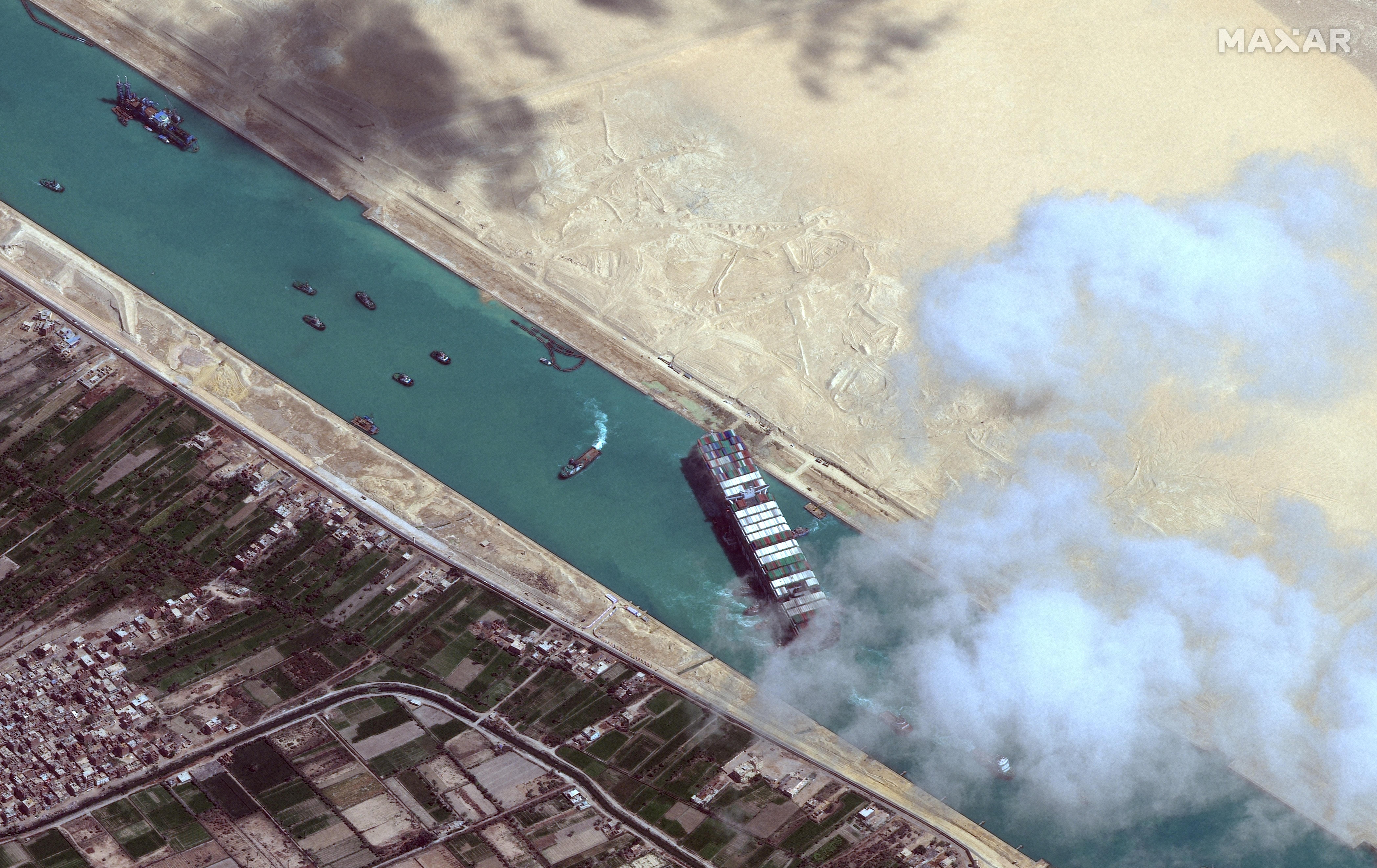 El barco Ever Given, en el canal de Suez (Egipto).