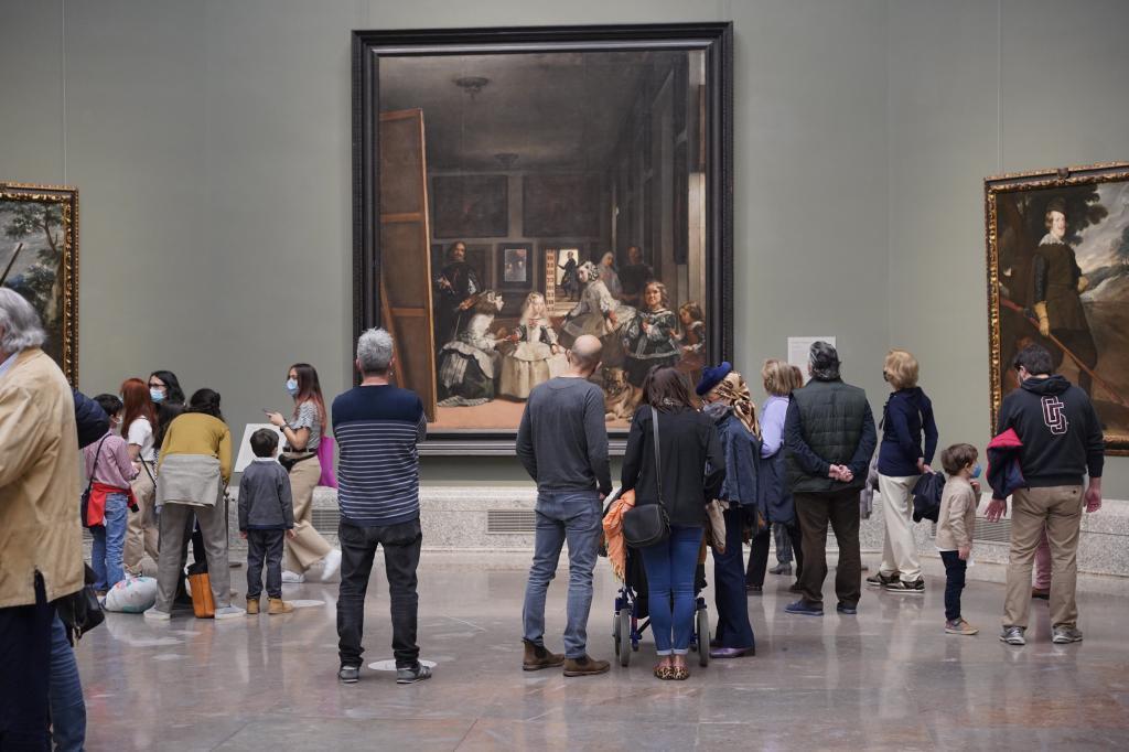 Turistas el miércoles en el Museo del Prado.
