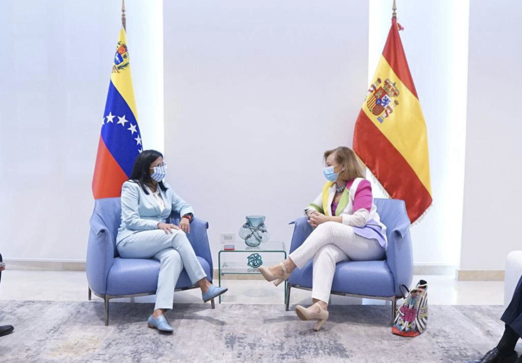 La vicepresidenta de Venezuela, Delcy Rodríguez, con Cristina Gallach, Secretaria de Estado de Asuntos Exteriores de España.