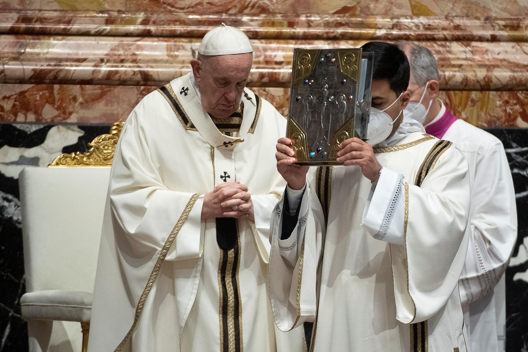 El Papa Francisco, en plena misa en El Vaticano.