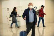 Turistas alemanes llegando al aeropuerto de Palma