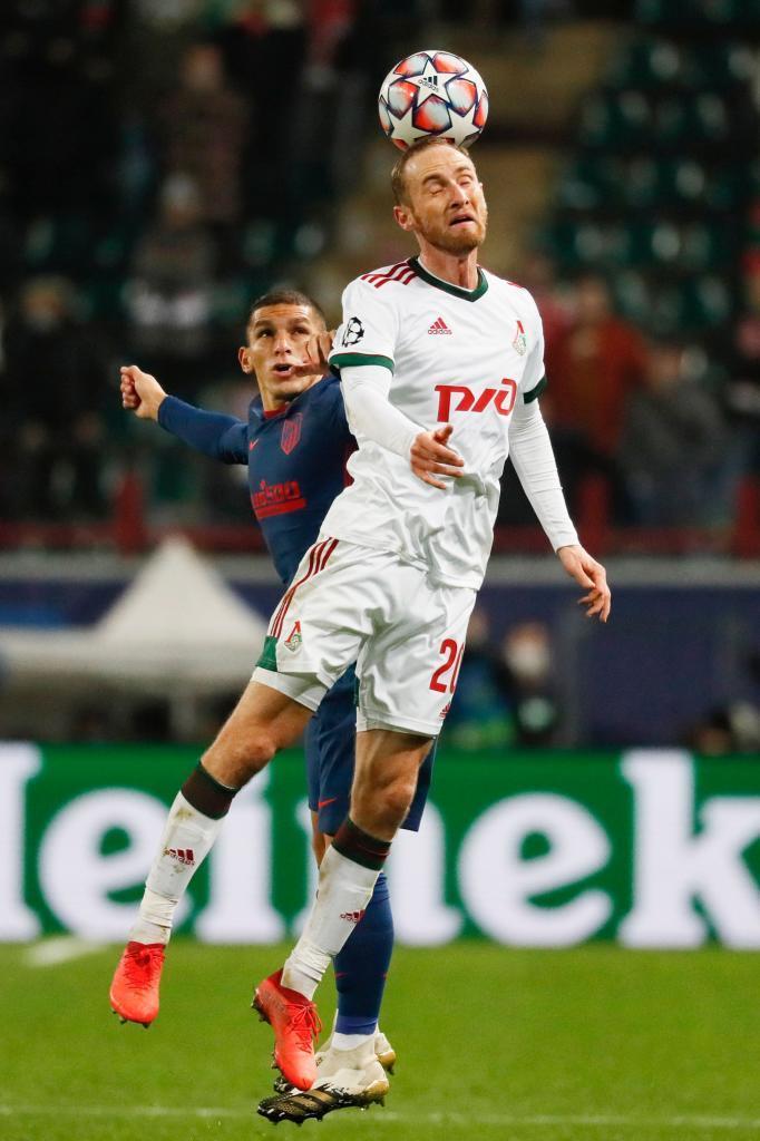 Torreira (izda.), durante un partido con el Atlético.