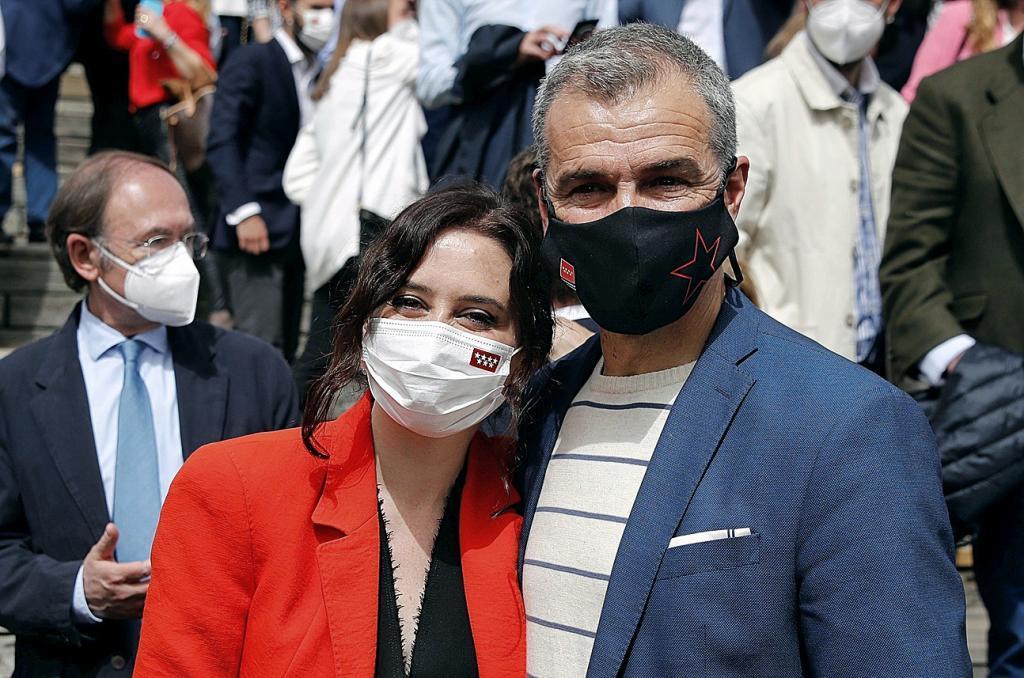 Toni Cantó, junto a la presidenta madrileña, Isabel Díaz Ayuso.