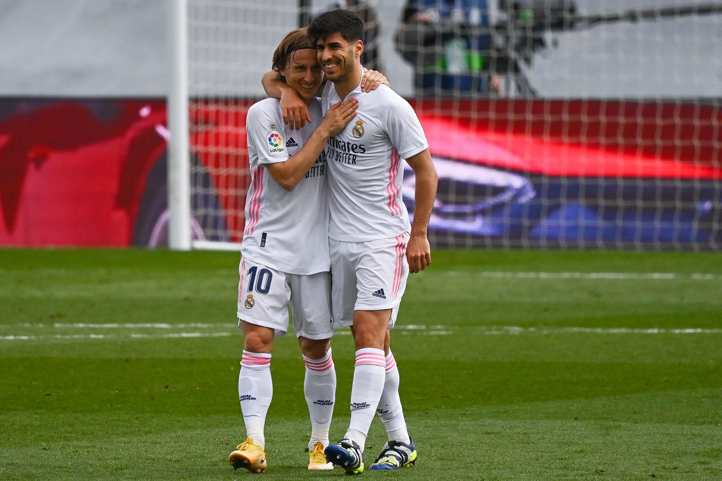 Modric y Asensio celebran el gol del balear.