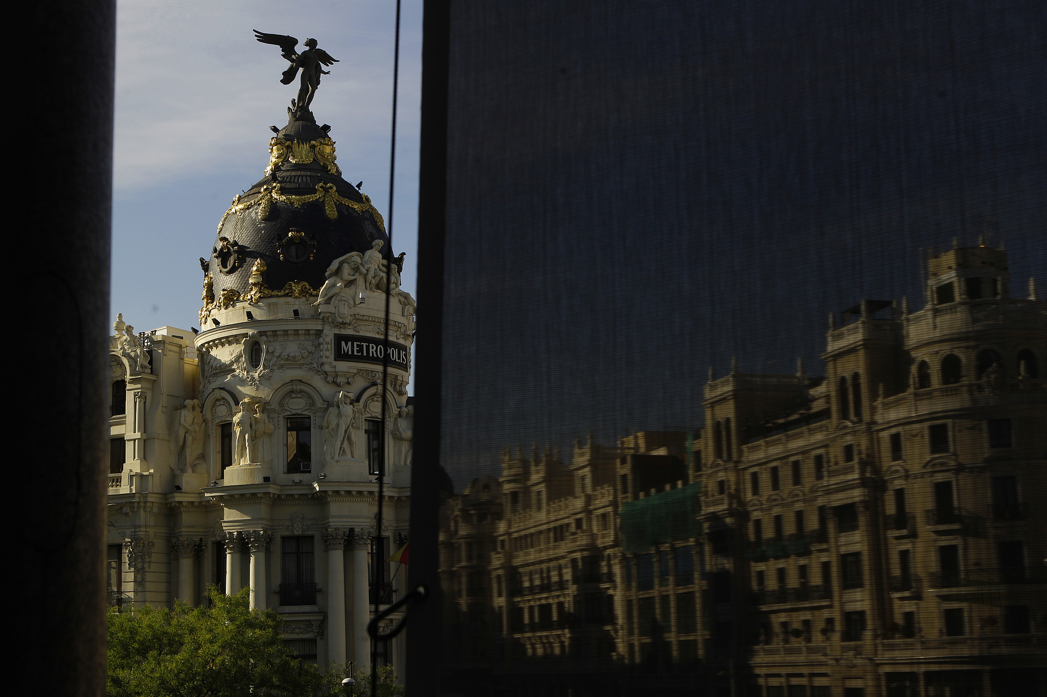 Cupula del edificio Metropolis, en la esquina de las calles Alcalá y Gran Vía, en Madrid..