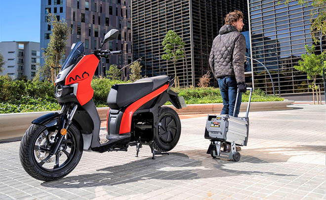 La batería se puede extraer y cargarla en casa o en la oficina