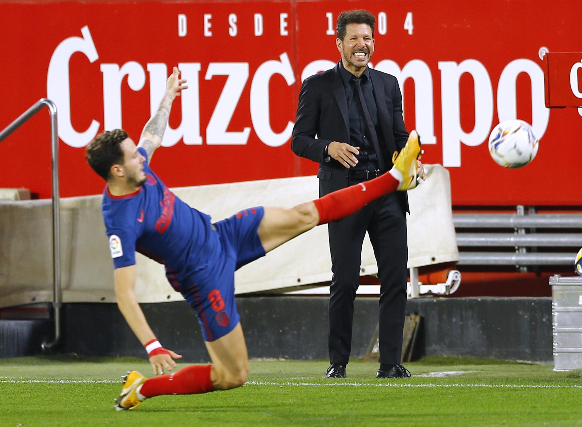Diego Simeone, ante el Sevilla, este domingo.