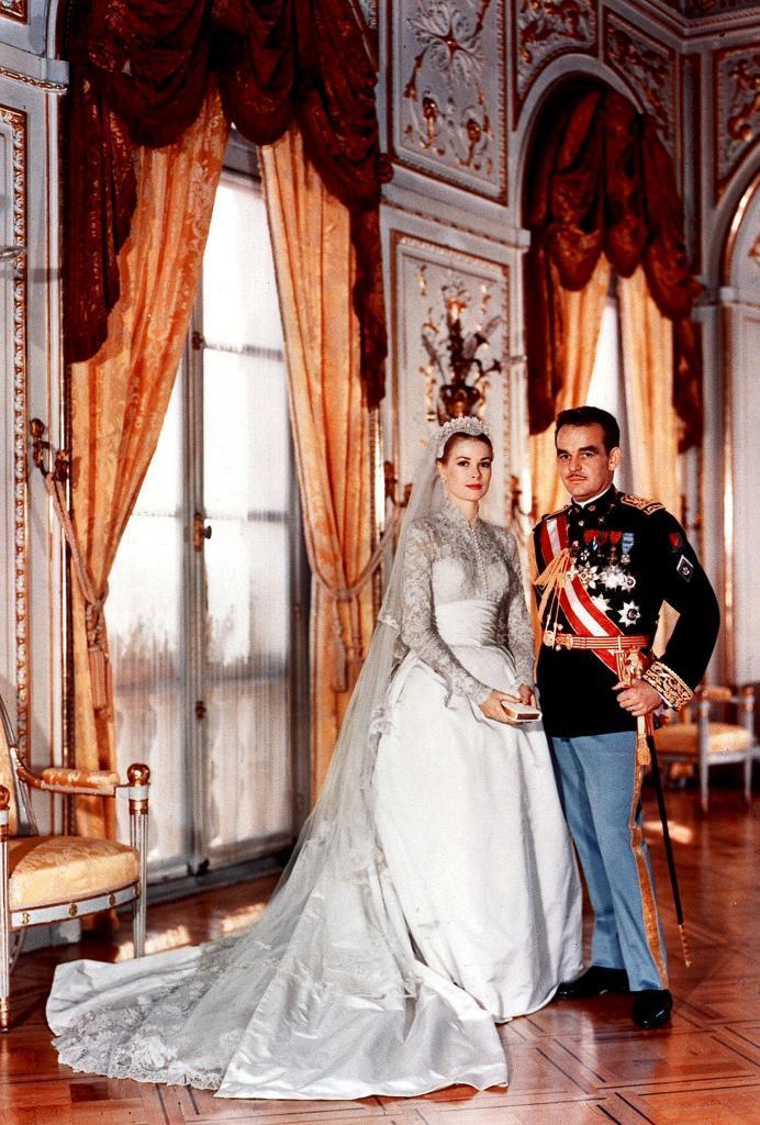 Grace Kelly y Rainiero de Mónaco, el día de su boda.